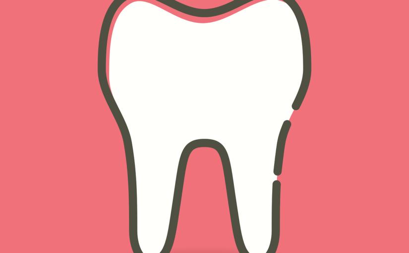Ładne zdrowe zęby również efektowny cudny uśmiech to powód do zadowolenia.